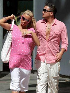 Avril Jordon And Andre Wearing Pink by I My Celebsnow