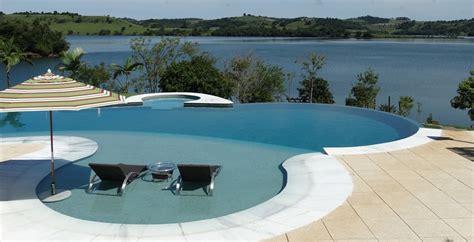 piscina in giardino guida alla progettazione di una piscina per il giardino