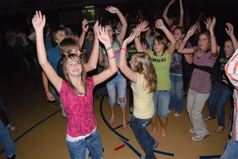 new school dance playlists 2015 new dj song lists 2015 the throwback middle school dance jams to blast