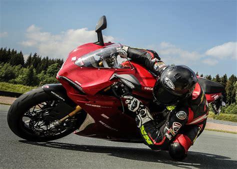 Reifen Motorrad Kaufen by Metzeler Testsieger Reifen Kaufen Und Renntraining