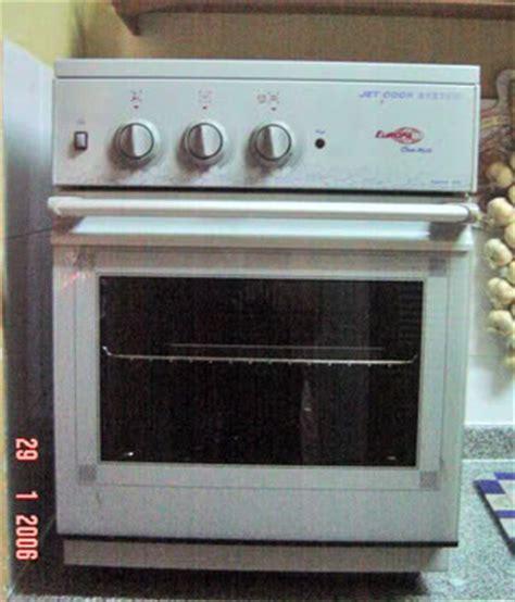 Dapur Gas Oven Zanussi pinatbate alwan nostalgia kuih raya