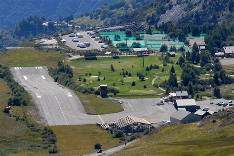 File:Altiport Henri Giraud Alpe d Huez LFHU big Wikimedia Commons
