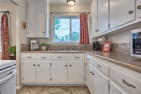 White Cabinets With Brushed Nickel Hardware by White Kitchen Cabinets With Brushed Nickel Hardware