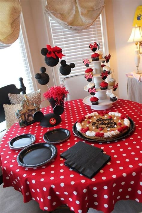 Mickey Mouse Table Decorations by The Table Setup Table Cloth Plates Set Up Like