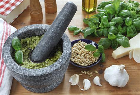 come fare il pesto alla genovese in casa ricetta pesto fatto in casa non sprecare