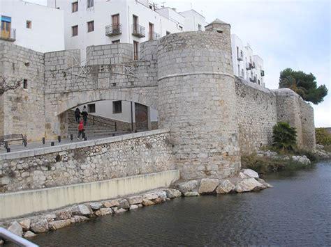 casas del castillo pe iscola mis viajes por el mundo un castillo en el mar pe 241 iscola
