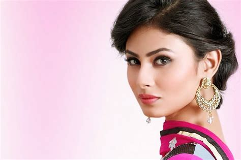 Srk House Download Famous Tv Star Mouni Roy Images In Hd
