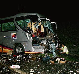 gambar kemalangan maut simpang at di kilometer 223 2