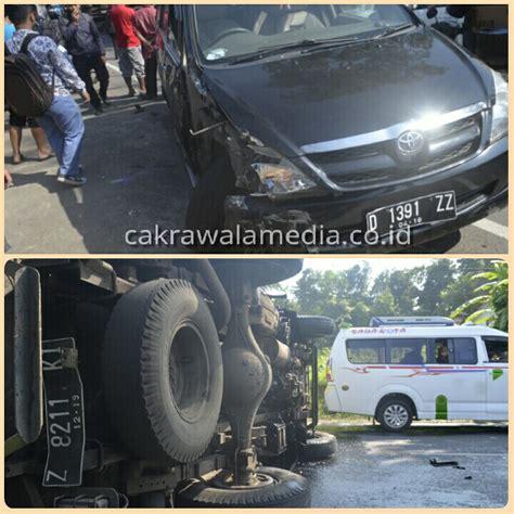 Tv Mobil Di Malang dicium avanza mobil box pengangkut es krim malang di tengah jalan cakrawalamedia co id