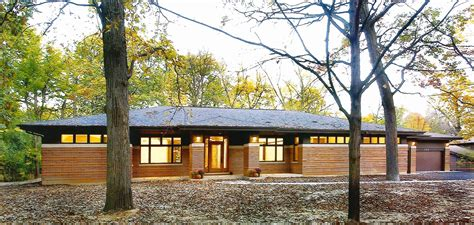 frank lloyd wright inspired lake house design boasting frank lloyd wright inspired house plans prairie style
