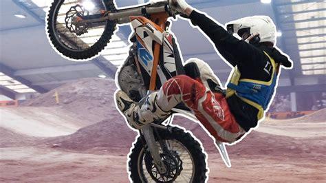 Elektro Motorrad Ktm by Wheelies Mit Einem Elektro Motorrad Ktm Freeride E