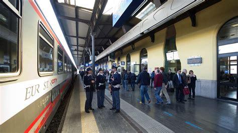 ufficio informazioni stazione di bologna zecche assediano ufficio polfer della stazione di bologna