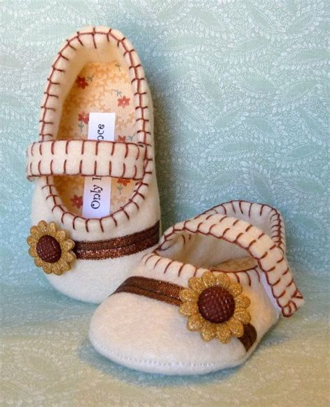 Sepatu Rajut Bayi Sunflower 333 best images about felted shoes for tiny on wool janes and felt slippers