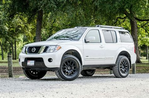lifted nissan pathfinder 25 best ideas about nissan pathfinder on used