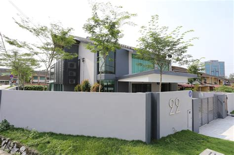 create house corner terrace designed by its owner into a modern