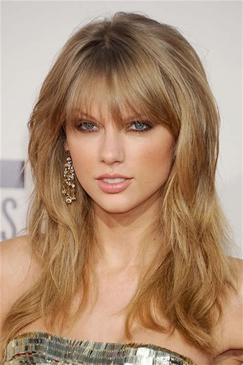 The Beauty Evolution of Taylor Swift, from Curly Haired