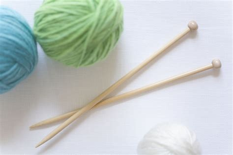 how to take yarn knitting needles avoid twisting stitches when working in the