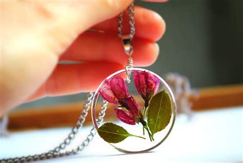 fiori di resina collana ciondolo in resina con fiori veri gioielli