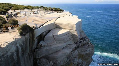 Wedding Cake Rock Closed by Popular Sydney Rock Formation Could Collapse At Any Time