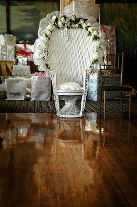 How To Decorate A Baby Shower Wicker Chair by Best 25 Bridal Shower Chair Ideas On