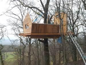 construire une cabane en bois dans les arbres de