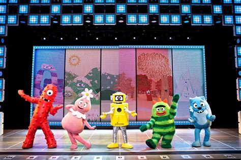 gabba gabba live all new spectacular yo gabba gabba live is