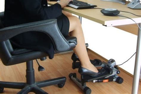 Exercise Equipment For Work Desk by Top 6 Exercise And Standing Desks To Get You In Shape