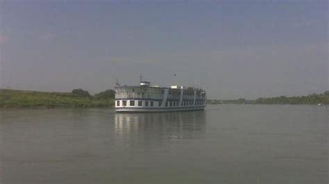 paddle boat winnipeg river rouge cruise line reviews winnipeg manitoba