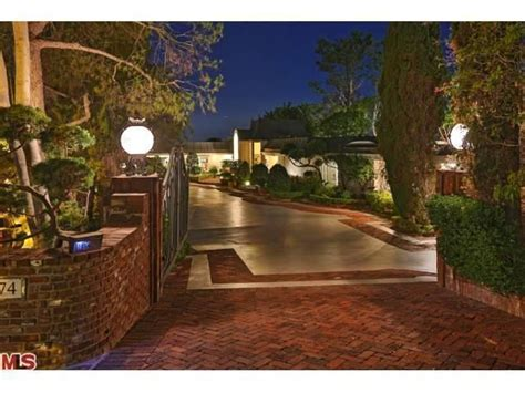 elvis presley house elvis presley house singer s former beverly hills abode listed for 12 9 million