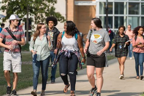 Can I Take A Few Undergrad Classes While Pursuing Mba by Uis News Undergraduate Student Enrollment Is Steady At