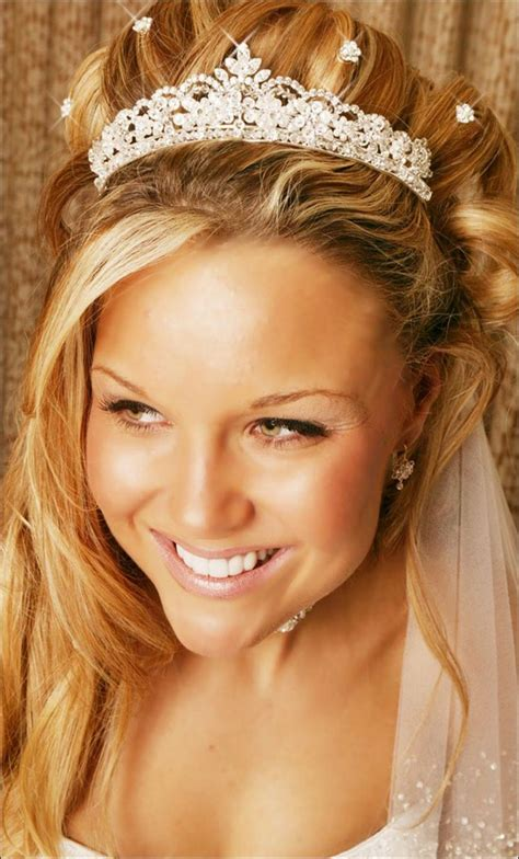 wedding hairstyles half up half down with tiara and veil 23 evergreen romantic bridal hairstyles