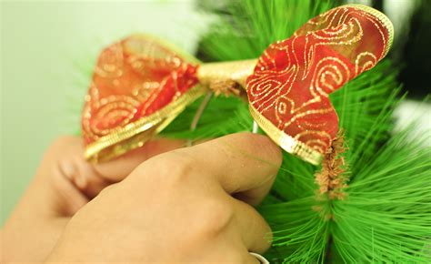 how to make a bow for a christmas tree topper 5 steps