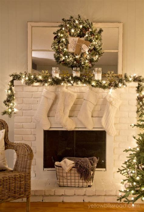 christmas fireplace decorating ideas 25 gorgeous christmas mantel decoration ideas tutorials