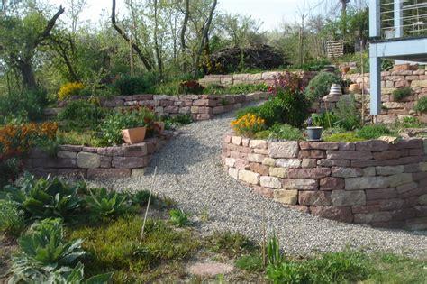 naturnaher garten gestalten naturgarten anlegen bepflanzen gestalten naturgarten
