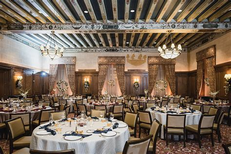 detroit athletic club christmas wedding by Kari Dawson