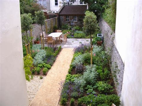 narrow backyard design ideas amazing 21 narrow backyard ideas narrow backyard design