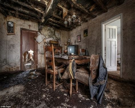 Bedroom photography ideas, inside old abandoned hotels