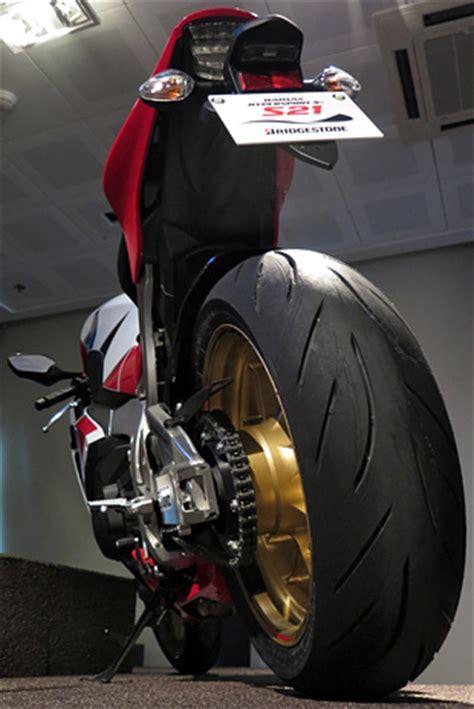 Motorradreifen Vorne Und Hinten Unterschiedlich by Bridgestone S21 Test Die N 228 Chste Evolutionsstufe