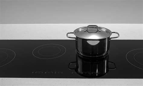 pulire piano cottura come pulire il piano cottura a induzione in poche semplici