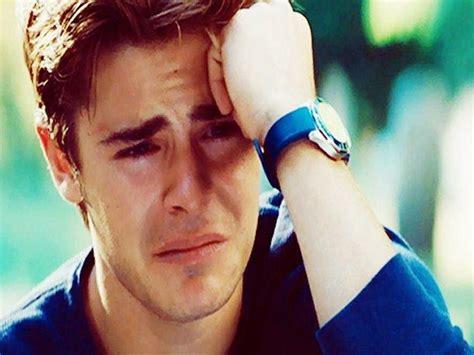 imagenes llorando por un hombre 5 t 237 picas cosas que hacen los hombres para olvidar a su ex
