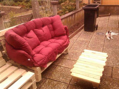 cushion for pallet couch diy pallet patio sofa with red cushion