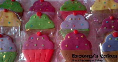 how to decorate cookies browny s cakes how to decorate cookies with fondant