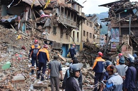 earthquake disaster management nepal earthquake pictures show extent of destruction