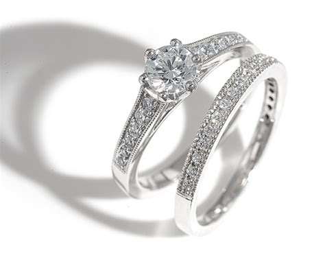 etiquette regarding engagement rings and or wedding rings