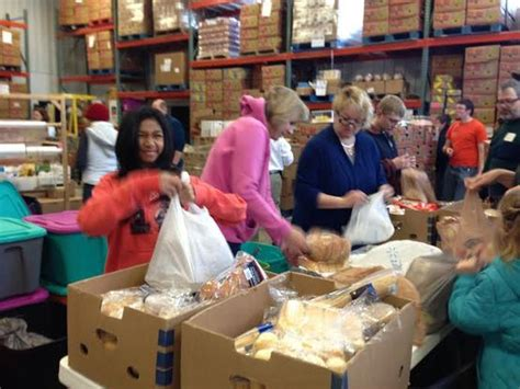 Saturday Food Pantries by Volunteering Feed The Hungry By Aja A Nh Phan