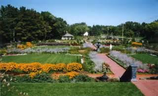 2800 northwest blvd plymouth mn munsinger gardens and clemens gardens