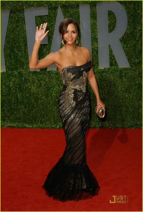No Halle At The Oscars by Halle Berry Marchesa Magical Photo 1747621 Halle Berry