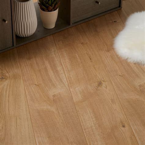 Gladstone Oak effect Laminate flooring 1.996 m² Pack