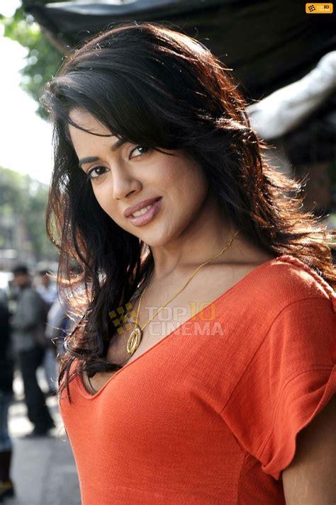 Sameera Reddy's Orange Top Pics !   4 Pics