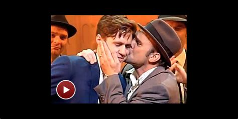 norbert leo butz tony speech watch norbert leo butz give aaron tveit an emotional post